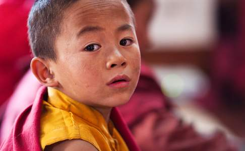 Jonge novice (leerling-monnik) in Tibet