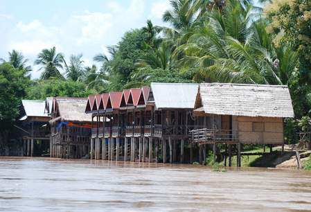 Accommodaties aan de Mekong rivier in Zuid-Laos